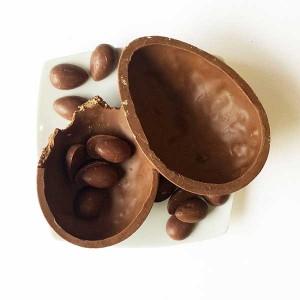 Chocolat du Jour Ovo de páscoa Passion ao leite com casca recheada de paçoca