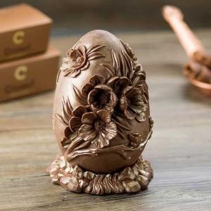 Crismel ovo de páscoa chocolate ao leite flores esculpidas e acabamento metalizado