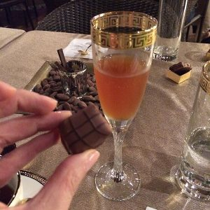 Chocolat du Jour - Choco Chá com pão de mel