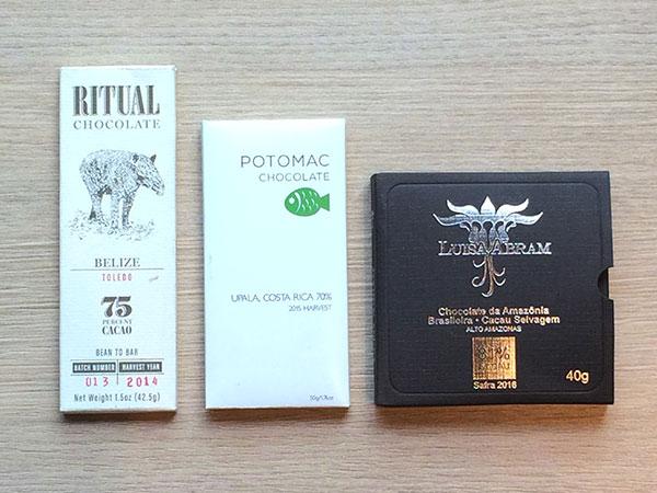 Chocolates premium americanos e brasileiro que indicam a safra do cacau