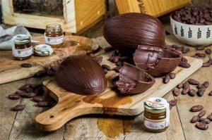 Vila Chocolat Ovo de Páscoa bean to bar com mel de abelhas Jatai e Mandaçaia