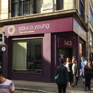 Pau a Young