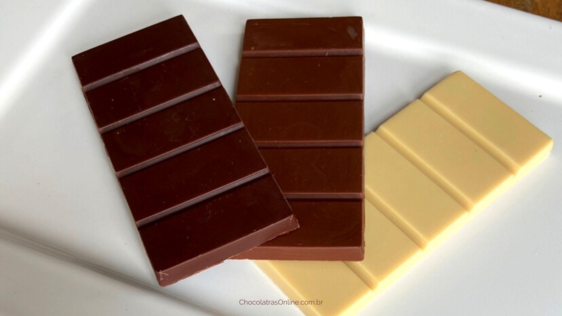 barras de chocolate branco, amargo e e ao leite